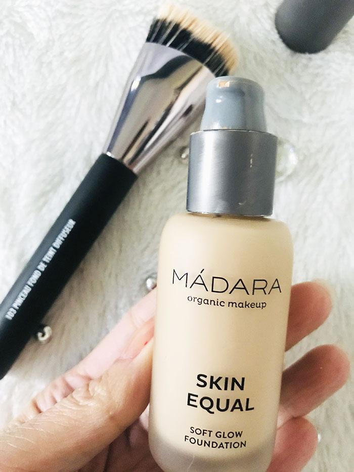fondeteint-skinEqual-teint-routine-makeup-soft-glow